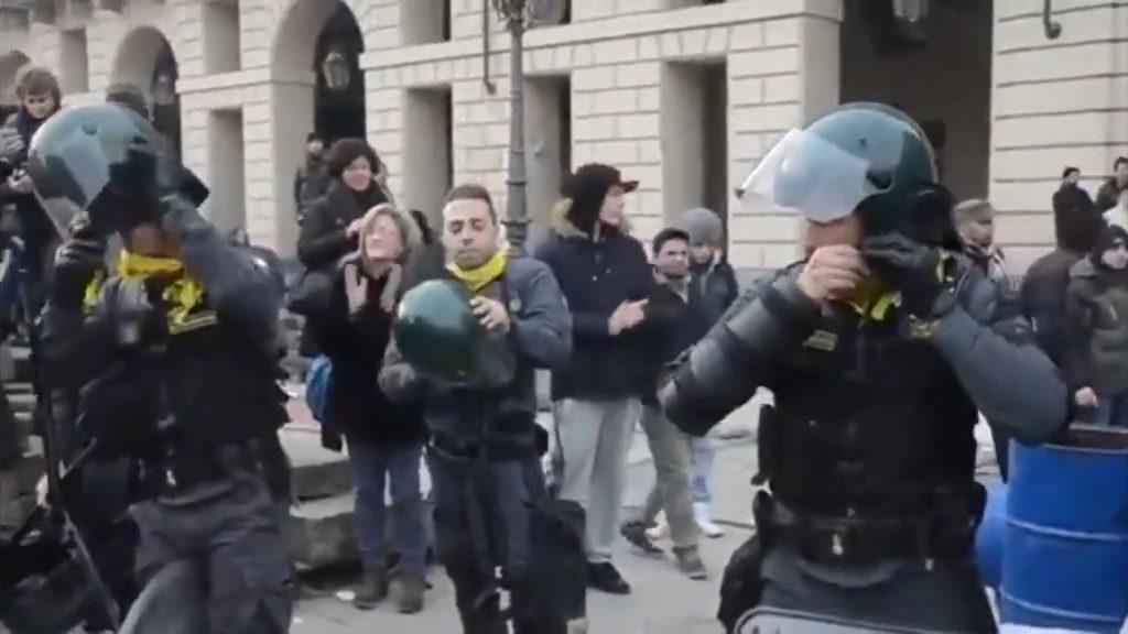 Solidarity italian police